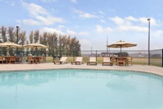 Travelodge Hotel Lemoore - Pool