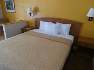Travelodge Lemoore - Comfortable King Size Bed