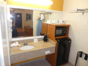 Travelodge Lemoore - Vanity in Full Bathrooms