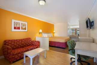 Travelodge Hotel Lemoore - Standard King Suite